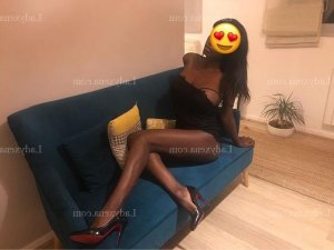 Zahya escort girl massage tantrique
