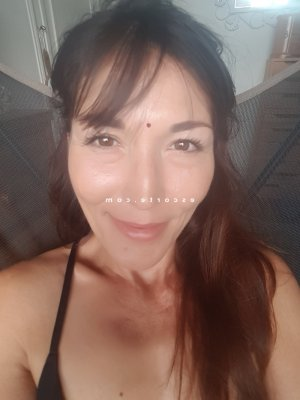 Thoraya massage escort à Béziers